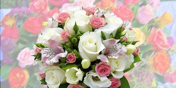 Неравномерное распускание цветов в смешанном букете
