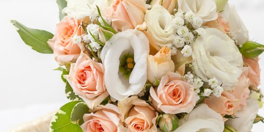 Order to deliver flowers to someone's house in Riga and other Latvian cities from the shop KROKUS