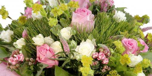 Svētdienas  ziedu piegāde tajā pašā dienā Rīgā un citās pilsētās