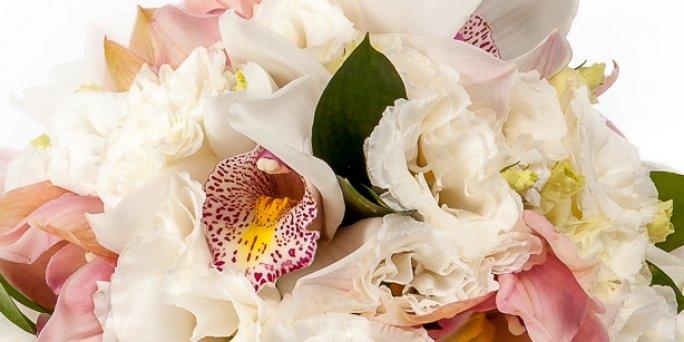 Заказ цветов Рига: букет из кустовых хризантем.