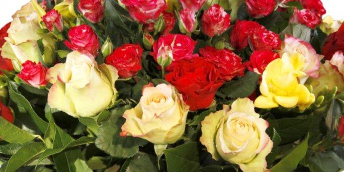 Как купить цветы в Риге: букет из ирисов и хризантем.