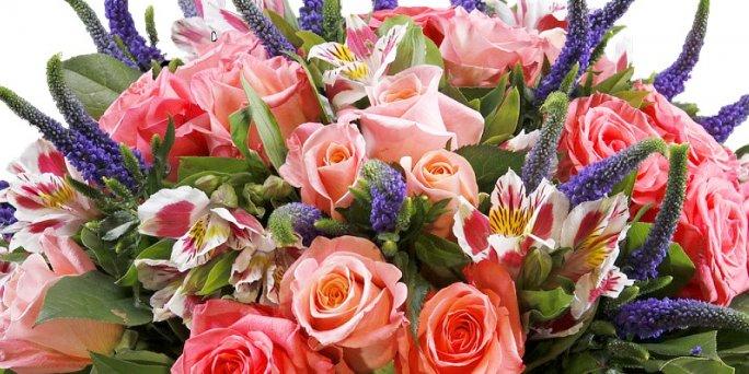 Как преподнести цветы в Риге: пионы.
