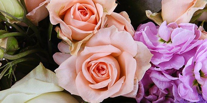 Заказ цветов Рига: Как купить запоминющийся подарок начальнице?
