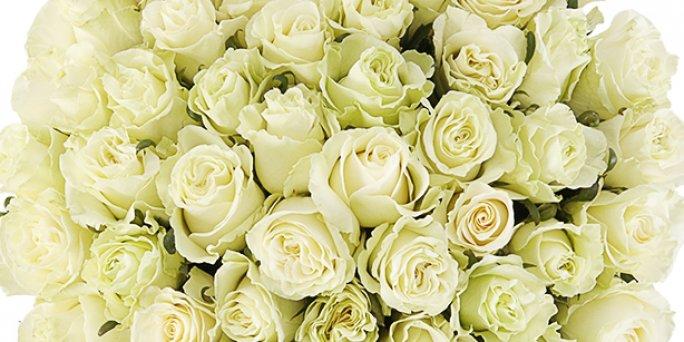 Доставка цветов Рига: букет из пионов и ранункулюсов.