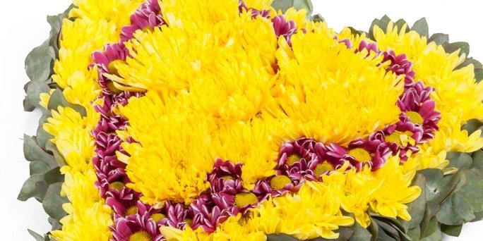 Как вручить цветы в Риге: купить корзину с цветами.