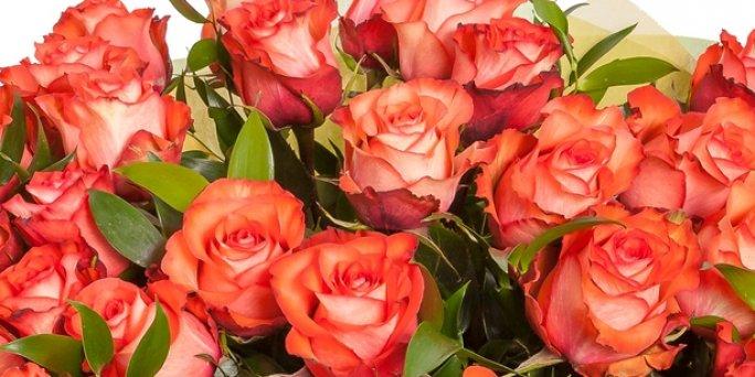 Как купить живые цветы в коробке в Риге: цены.