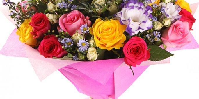 Доставка цветов Рига: Как сделать впечатляющий подарок коллеге?
