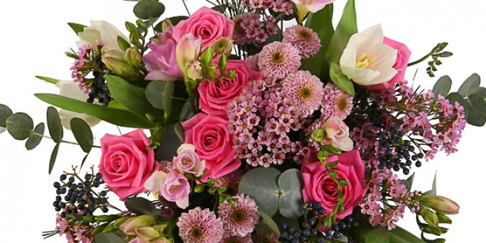 Что купить и как купить цветы в Риге: цветы в виде сердца.