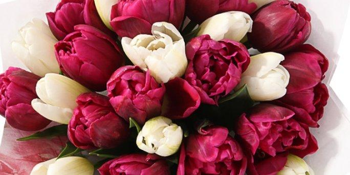 Что купить и где заказать цветы в Риге: юбилейную корзину с цветами.