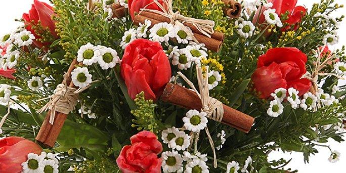 Обычай украшать свое жилище букетами из цветов - уходит корнями в глубокое прошлое.