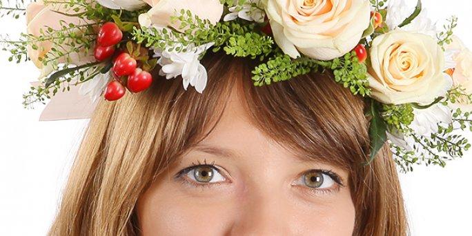 Подобно весеннему наводнению, молодые люди заполоняют цветочные магазины, чтобы раздобыть что-либо эдакое, способное привести в восторг любимых девушек.
