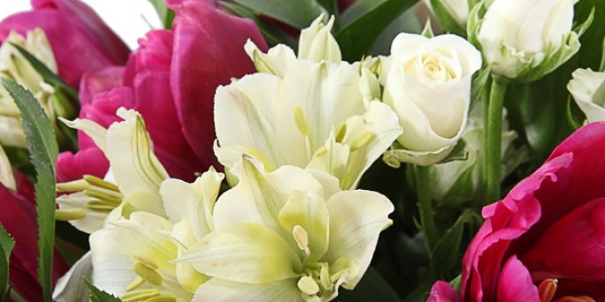 Как подарить букет цветов в подарок на свадьбу в Риге: доставка.