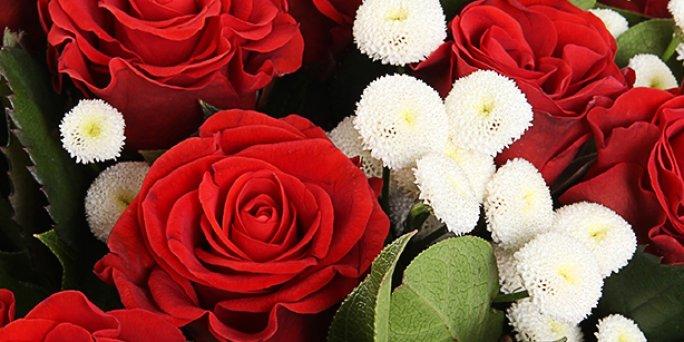 Заказ цветов Рига: Что подарить лучшей подруге?