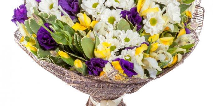 Доставка цветов Рига: Что подарить на новоселье?
