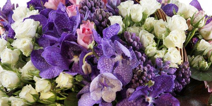 Доставка цветов Рига: букет из кустовой розы.
