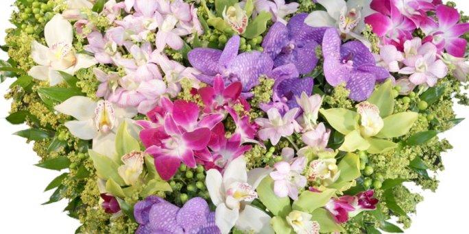 Заказ цветов Рига: букеты из кустовой розы фото.
