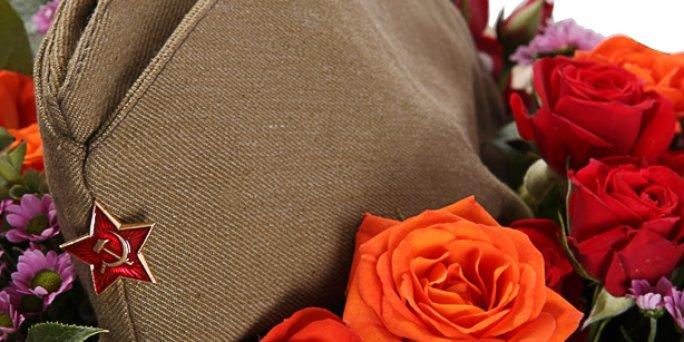 Как заказать с доставкой цветы в Риге: букет из кустовых роз фото.