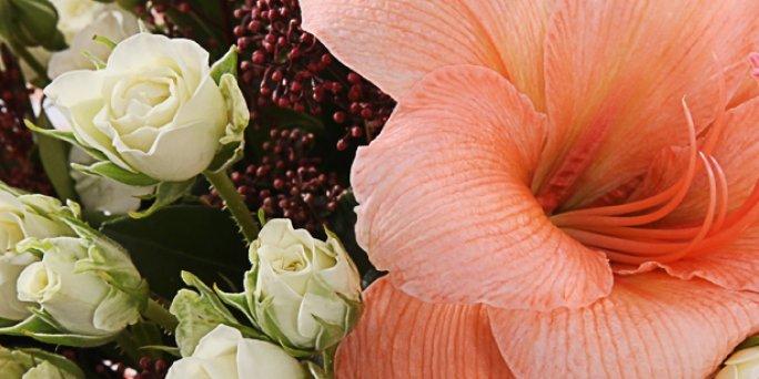 С чего начать поиск подарка в Риге: букет из розовых кустовых роз?