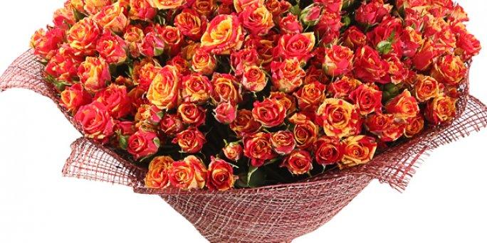 Заказ цветов Рига: Яркие цветочные композиции – это своеобразный вызов.