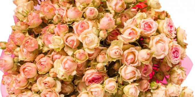 С чего начать поиск цветов в Риге: букет девушке?