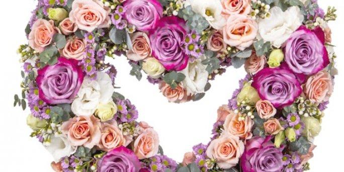 Как купить букет из кустовых роз в Риге: цена доставки.