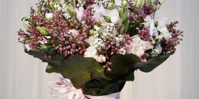 Заказ цветов Рига: цветы в коробке.