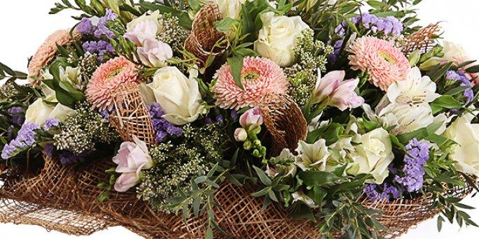 Как купить цветы для мужчин в подарок в Риге: доставка.