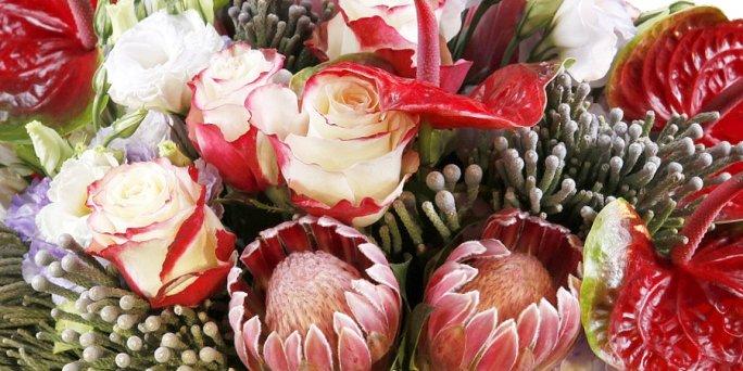 Заказать цветы в Риге: шикарный букет.