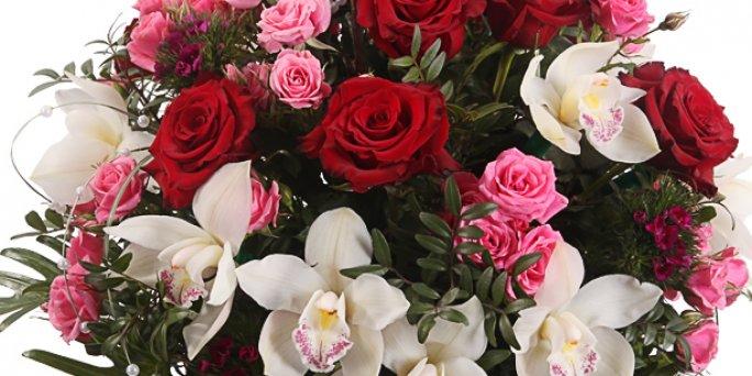 С чего начать поиск букета в Риге: букет цветов в подарок на свадьбу?