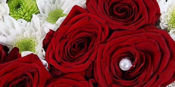 Доставка цветов Рига: цветочные композиции в корзинах.