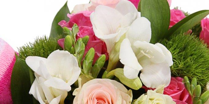 Обычай украшать свое жилище цветами - уходит корнями в дохристианскую эпоху.