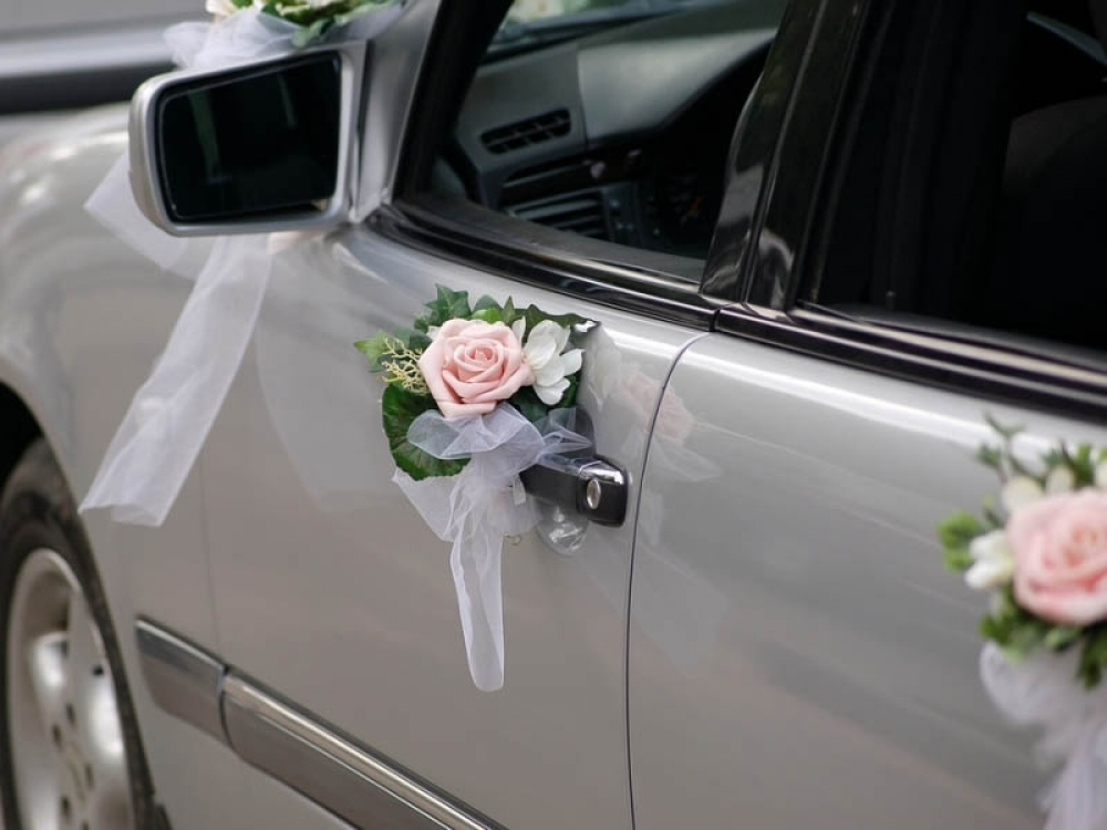 Украшение на ручки свадебных машин