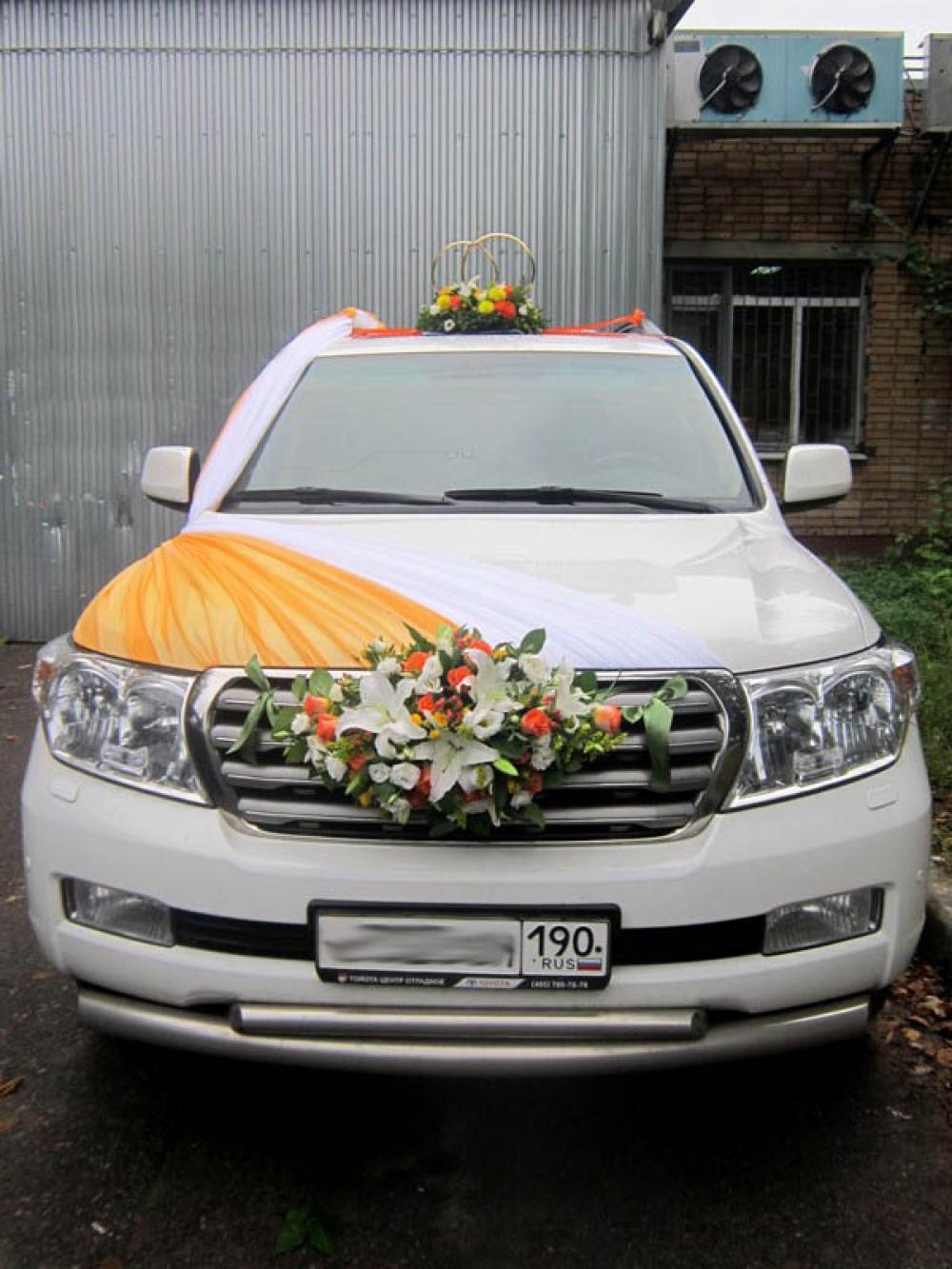 Фото с украшениями свадебных машин.залов
