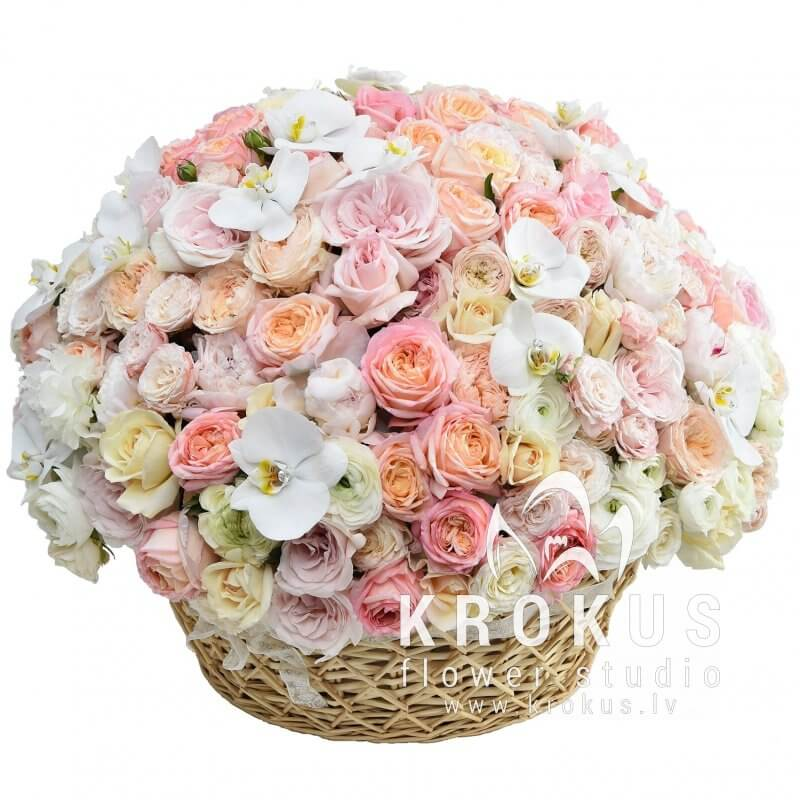 Amore Mia is a beautiful bouquet of flowers in a basket. Fast flower ...