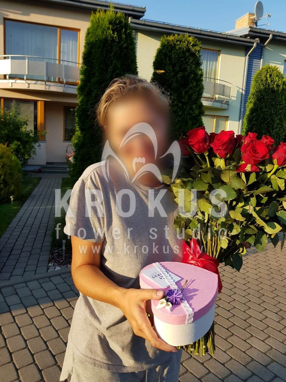 Deliver flowers to Carnikava (red roses)